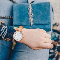 À quel poignet porter sa montre pour une femme ?