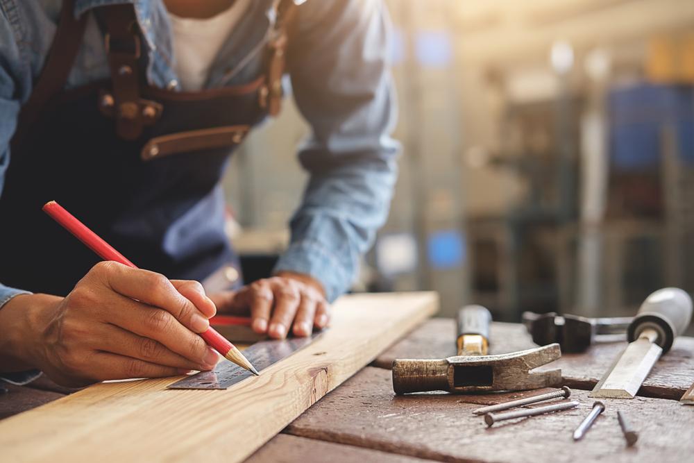 travail-bois-ouvrier
