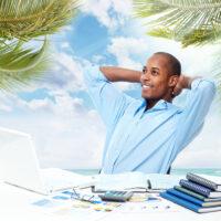 Devenir un blogueur voyage : quel statut choisir ?