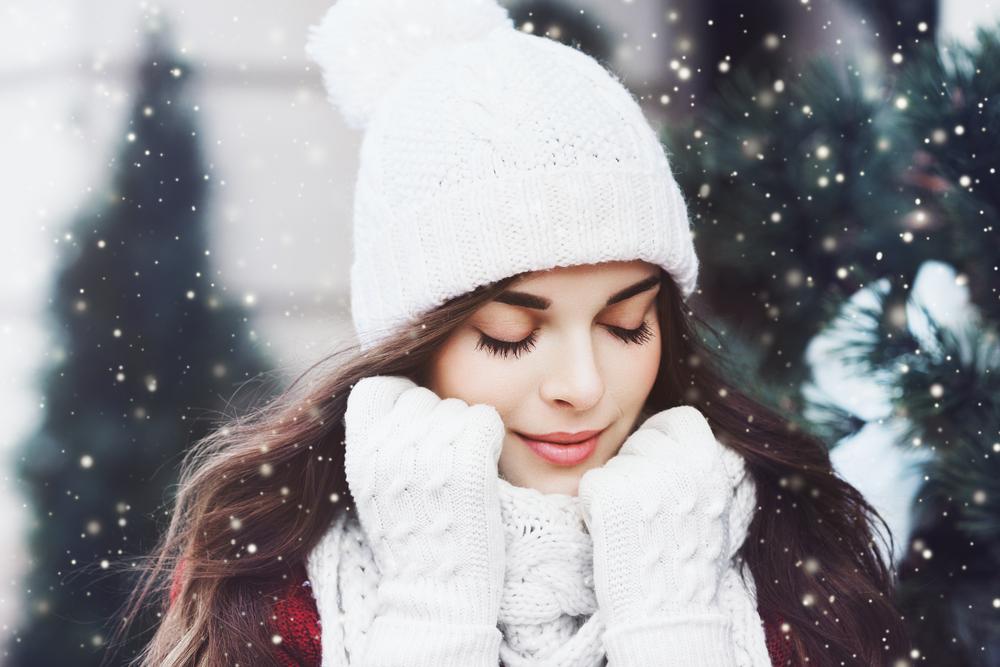femme-hiver-gant-echarpe-bonnet