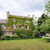 Quelles sont les mises aux normes incontournables dans une vieille maison ?