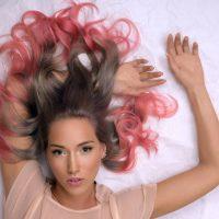 Coloration végétale : quel est le pouvoir des plantes sur nos cheveux ?