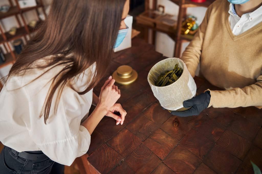 Il faut prendre en compte différents critères pour s'assurer de la qualité du thé bio.